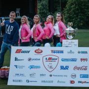 Moderátor Pavel Cejnar s týmem hostesek